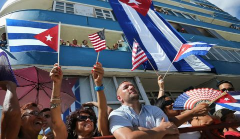 EUA de Trump revoga avanços e endurece políticas para Cuba